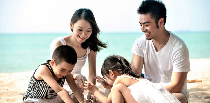 asian-family-at-the-beach-scaled-2
