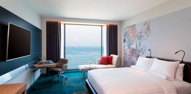 1-deluxe-king-sea-view-compress-2