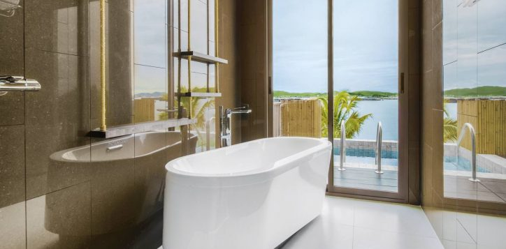 island-marina-grand-pool-villa-bathtub-2