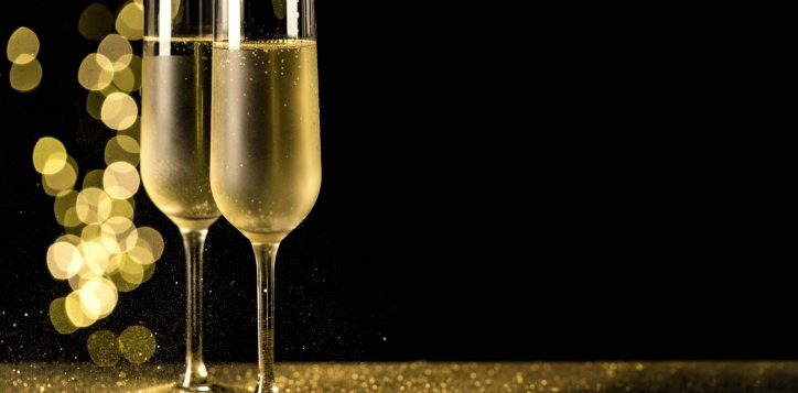 champagne-glasses-with-bokeh-lights_0-2